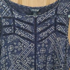 Lucky brand size small top with beautiful details.